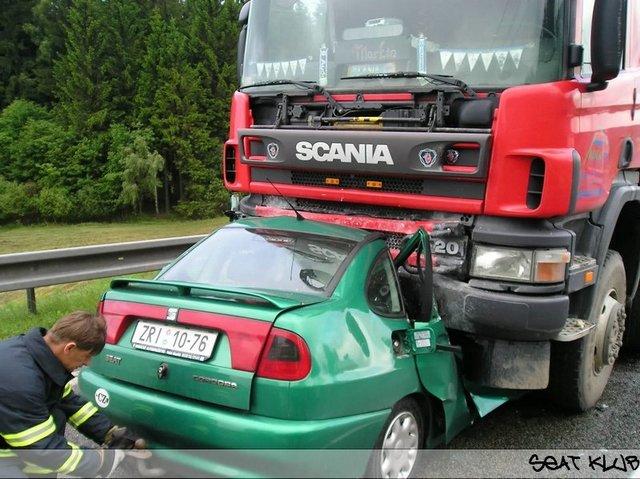 Crashs De La Route Attention Images Chocs Parfois